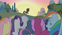 Applejack saves the day S1E04