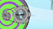 Rainbow inserts herself to the Dizzitron S3E07