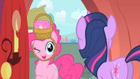 Pinkie winking S1E25