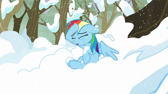 File:Rainbow removes the snow off of her head S5E5.png