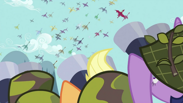 File:Ponies watching the dragon migration S2E21.png