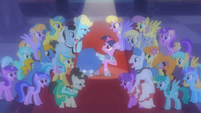 Crowd after Twilight's verse S01E26