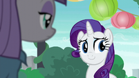Rarity looks at Pinkie Pie S6E3