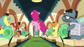 Passengers see Pinkie excited S6E3.png