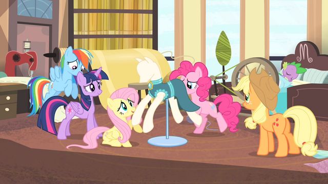 File:Rarity's friends around a dressed mannequin S4E08.png