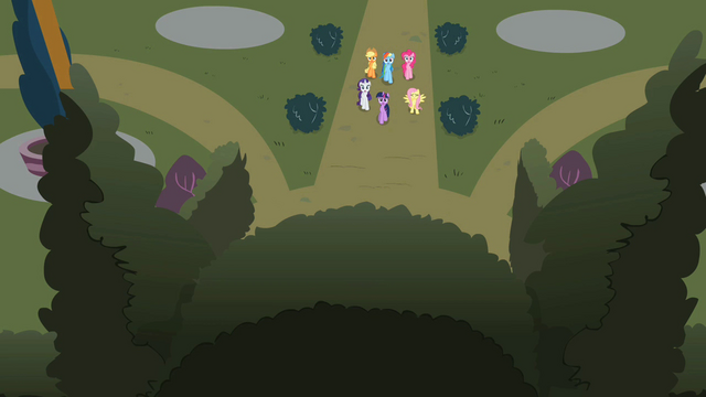 File:Main 6 in front of maze entrance S2E01.png