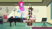 Pinkie builds Castle of Friendship in chocolate EGS1