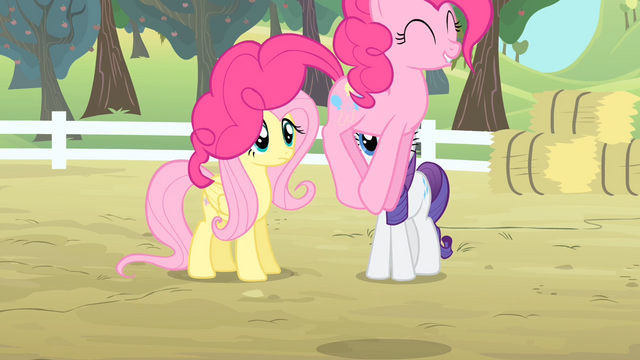 File:Pinkie Pie hopping S4E07.png