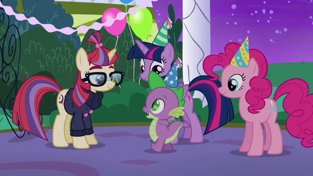 File:Spike approaching Moon Dancer S5E12.png
