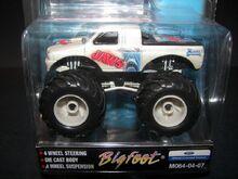 M064-04-07 Bigfoot-Jaws (2)