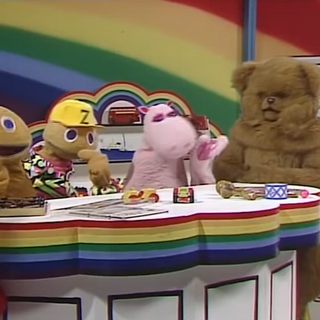 After dressing up as a human, Zippy accidentally finds himself on set with the real cast of Rainbow.