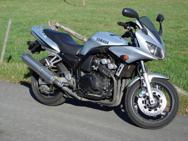 Datei:Yamaha FZS600 Fazer (RJ02).jpeg
