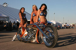 Thunderbike-Spectacula-Girls-1-.jpg