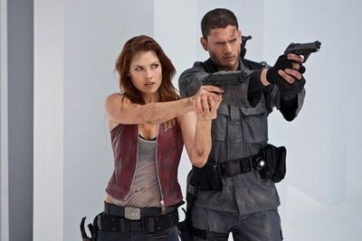 Resient-Evil-Afterlife-Ali-Larter-Wentworth-Miller-as-Chris-and-Claire-Redfield-1-6-10-kc