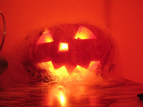 File:Halloween Pumpkin Burning lamp helloween candle candela.jpg