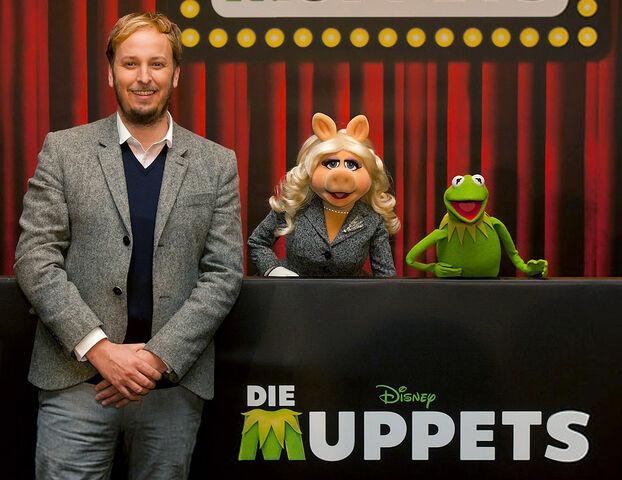 File:DieMuppets-GermanPremierePressConference-Berlin-(2012-01-18)01.jpg