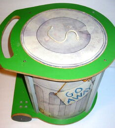 American toy 1982 chest oscar trash can 4
