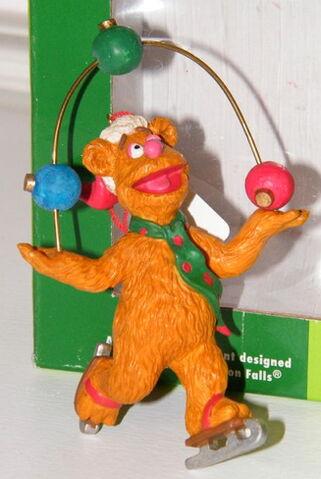 File:Midwest fozzie juggling ornament.jpg