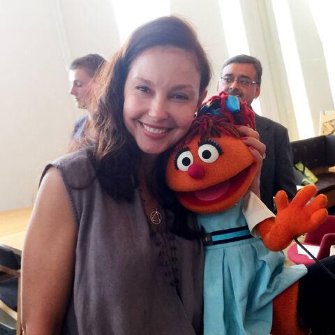File:Ashley Judd and Chamki.jpg