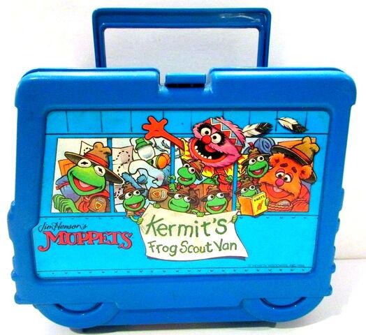 File:Kermit's frog scout van lunchbox.jpg