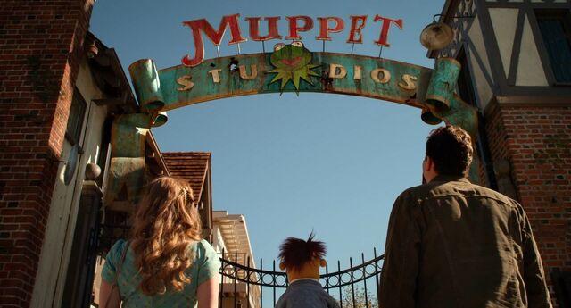 File:Muppets2011Trailer02-08.jpg