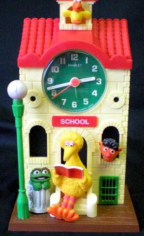 File:Bradley time 1978 school house clock 1.jpg