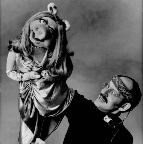 File:Frank Oz and Piggy.jpg
