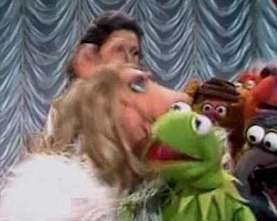 File:Kiss kermit piggy tms406.jpg