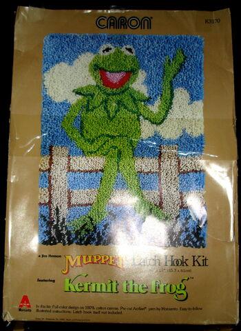 File:Caron kermit fence latch hook rug kit.jpg