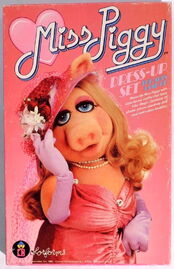 Colorforms 1980 miss piggy dress up set
