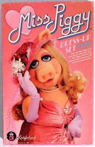 File:Colorforms 1980 miss piggy dress up set.jpg