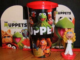 Uk vue cinemas odeon limited release piggy topper 2012