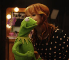 Kiss Lindsey Stirling Kermit