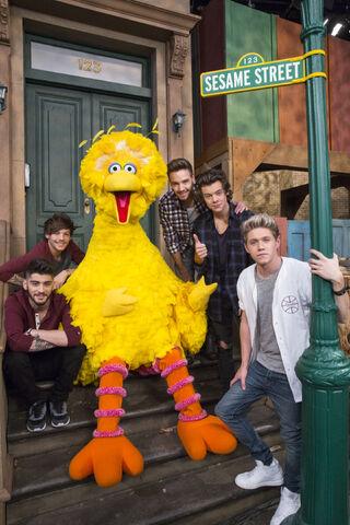 File:Sesame Street with a band.jpeg
