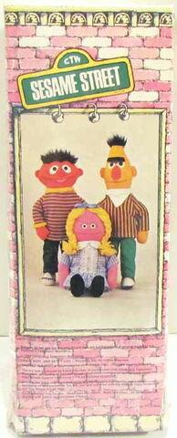 File:Knickerbocker 1975 bert rag doll 2.jpg