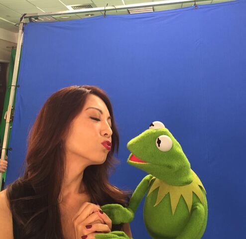File:Ming-Na Wen kiss.jpg