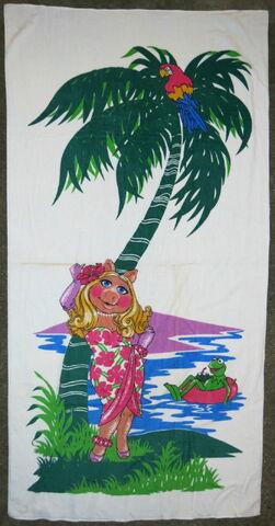 File:Martex 1980 piggy kermit island beach towel 1.jpg