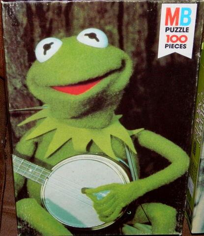 File:Milton bradley 1979 muppet movie puzzle kermit banjo.jpg