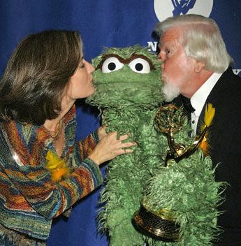 File:Kiss Oscar Cheryl Henson.jpg