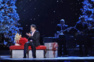 CMA-Country-Christmas-MissPiggy&VinceGill-(2011-11-10)-02
