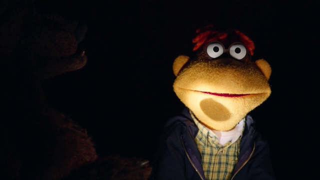 File:TheMuppets-S01E07-ScooterFlashlight.png