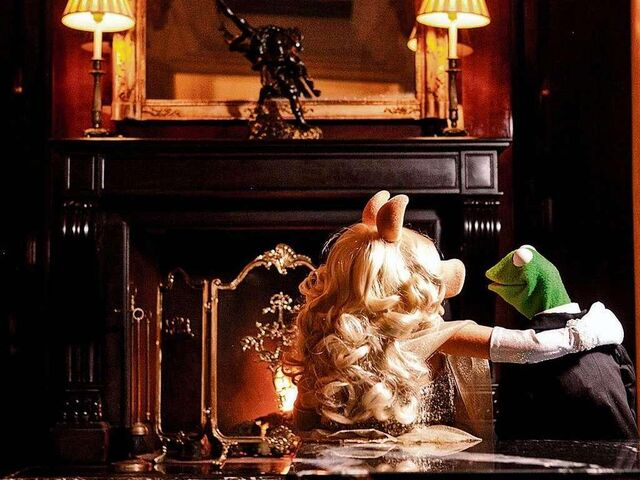 File:Germany-Berlin-Hotel-Ritz-Carlton-Kermit&Piggy-(2012-01)-04.jpg