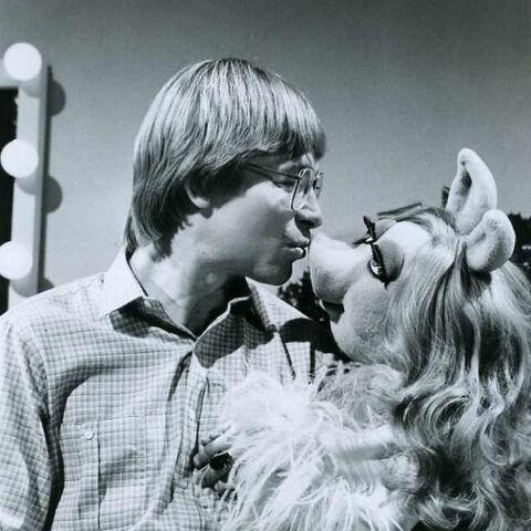 File:Kiss denver piggy xmas together promo.jpg