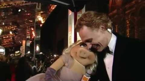 Tom Hiddleston Miss Piggy 2012 BAFTA
