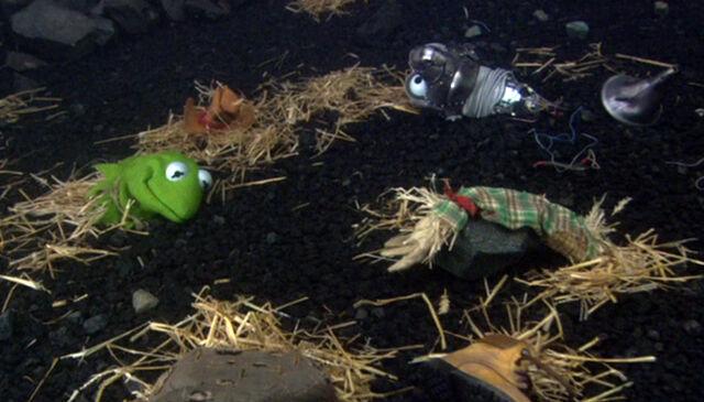 File:Headless scarecrow tin thing.jpg