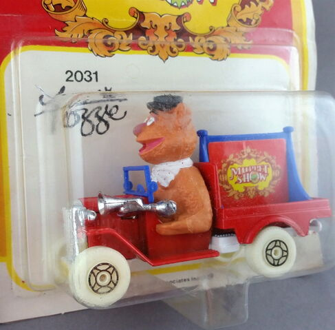 File:Corgi fozzie car 2.jp.jpeg