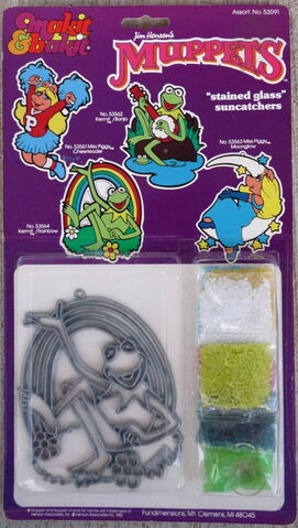 File:Fundimensions 1982 stained glass suncatcher kit.jpg