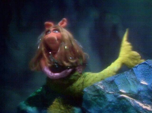 File:Piggy mermaid Octopus Garden.jpg