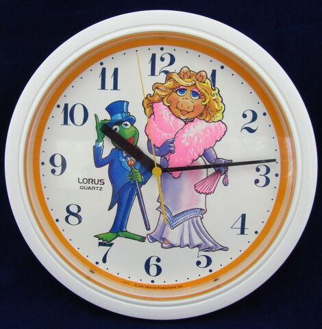 File:Lorus wall clock kermit piggy 2.jpg