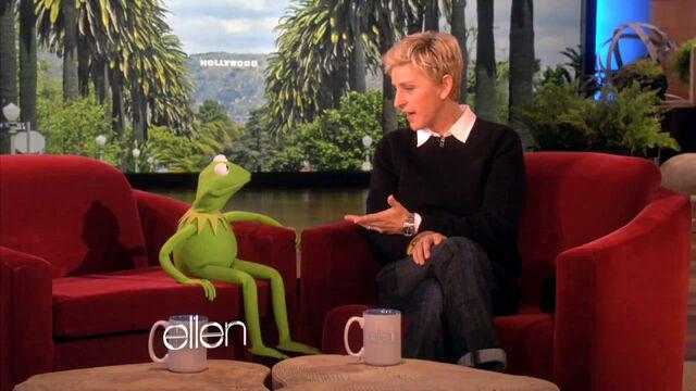 File:EllenDegeneres-Kermit-(2011-11-09).jpg